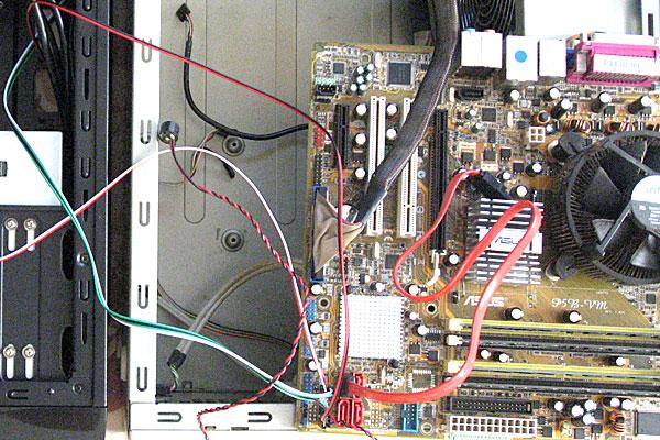 6-新旧2つのケースを並べて-ZALMANフロントパネルからのケーブルをP5B-VMに