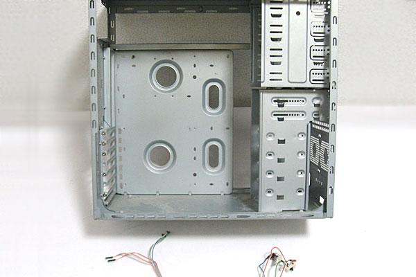 9-ASUS-P5Q-Intel-Core-2-Quad-Q9650-玄人志向GF-GT640を使って自作PC-はケースは自室に放置されていたATXケースのフレームと電源などのケーブル
