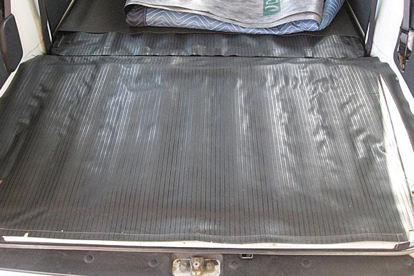 4-スバル-サンバーバン-セルモーター交換-荷室