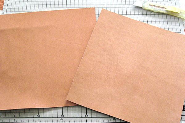3-レザークラフト-ロングウォレット-長財布-クラッチバッグ-ヌメ革で内部を製作-仕切り用に同サイズ2枚の革をカット