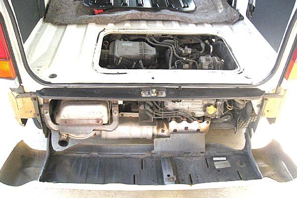 7-スバル-サンバーバン-セルモーター交換-荷室-後方のバンパーも開放