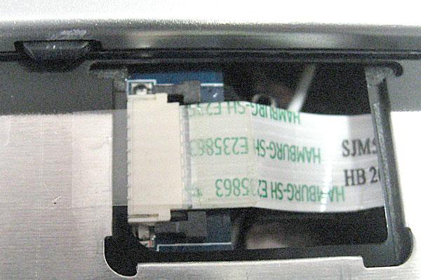 21-Gateway-ID59C-HD52D-分解作業-マザーボードの取り外し-キーボードパネル下-フレキシブルケーブル-アンロック状態