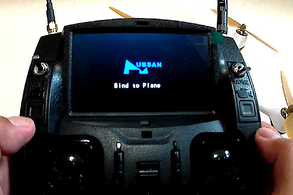 HUBSAN-H501S-再バインド-静止画撮影ボタンを押しながら送信機の電源を入れる