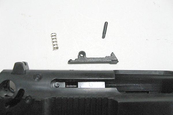 エキストラクターの組み込み-9mmM9-ドルフィン-Dolphin-セミ-フル-セレクティブ-マシンピストル-マルシン-モデルガン組立キット