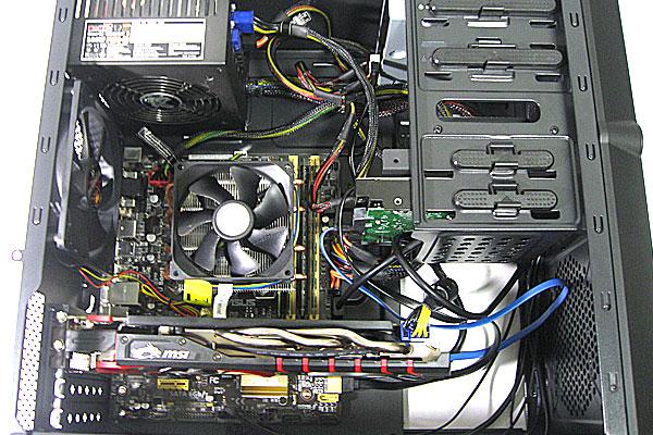 PCケース交換完了-株式会社マイルストーン-ミニタワーMG100-GeForce-GTX960-GAMING-2G-を入れても充分余裕がある内部