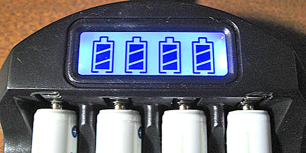 1万円で自作できたDIYソーラーでニッケル水素充電地を充電完了