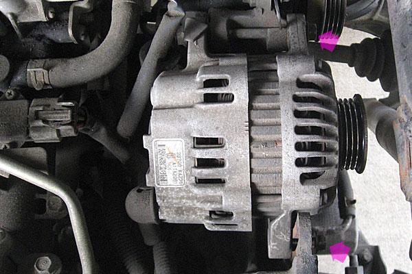 10-コンプレッサーの取り外し-オルタネーターを動かしてベルトを外す