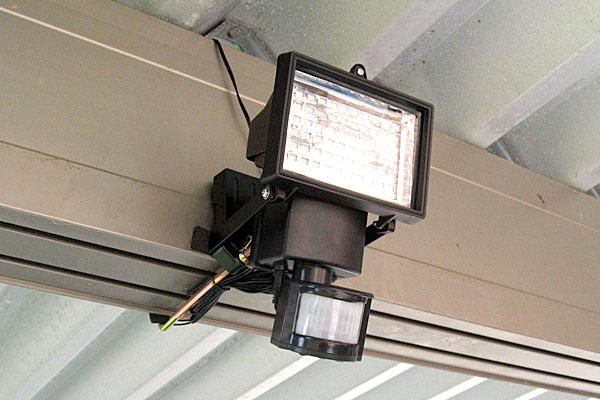 7-センサーライト用クランプセットを使ってカーポートにセッティング