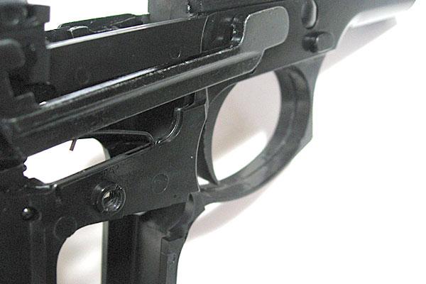 トリガーバースプリングの組み付け完了-9mmM9-ドルフィン-Dolphin-セミ-フル-セレクティブ-マシンピストル-マルシン-モデルガン組立キット