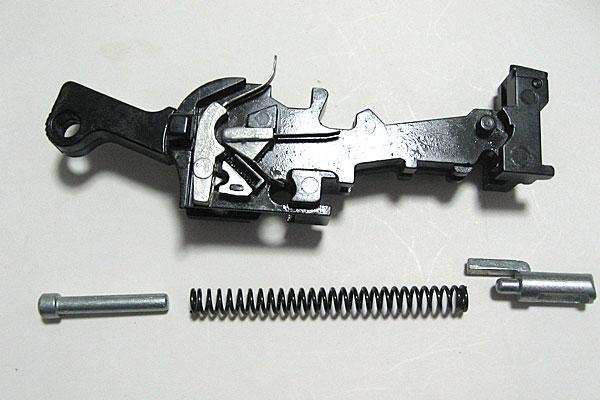 メインスプリングの組込み-モーゼル-MAUSER-C96-M712-組立キット-モデルガン-マルシン