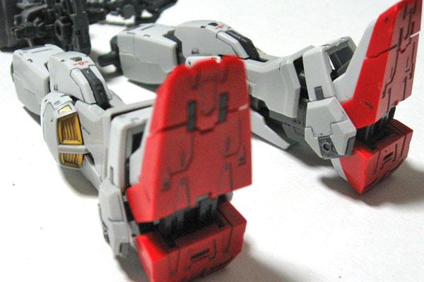 9-RG-ガンダムマーク2-脚部-墨入れとリアリスティックデカールデカールとツヤ消し塗装-別角度