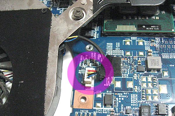 24-2-Gateway-ID59C-HD52D-分解作業-マザーボードの取り外し完了-ヒートシンクの取り外し-CPUファンの電源コネクタ