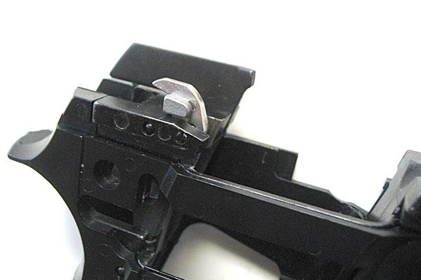 ハンマーリリースレバーの組み込み完了-9mmM9-ドルフィン-Dolphin-セミ-フル-セレクティブ-マシンピストル-マルシン-モデルガン組立キット