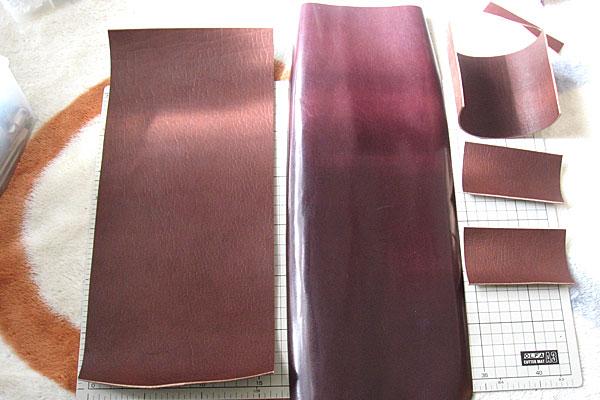 4-レザークラフト-ポシェット-ポーチ-裏地用のペラペラ革をメインの革と同じ幅にカット-マチの部分とポケットの部分もカットしておく