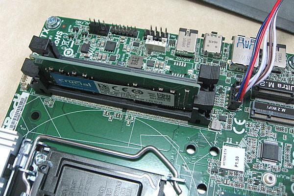deskmini110-asrock-ベアボーンキット-intel-core-i3-7100-diy-pc-メモリの取り付け-ノートPC用メモリをデスクトップ機のように
