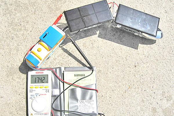 ソーラーパネルを追加する前に電圧を測ってみる