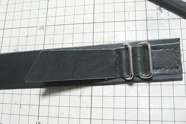 ベルトの先端を通す金具をもう1個取り付ける-ギボシ止めハードレザーベルト-レザークラフト