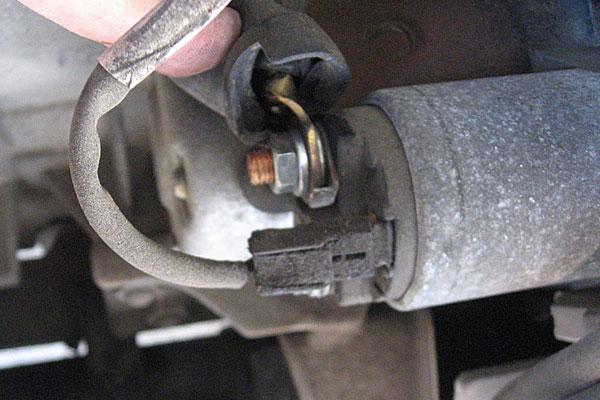 11-スバル-サンバーバン-セルモーター交換-いよいよジャンクセルモーターの取り外し