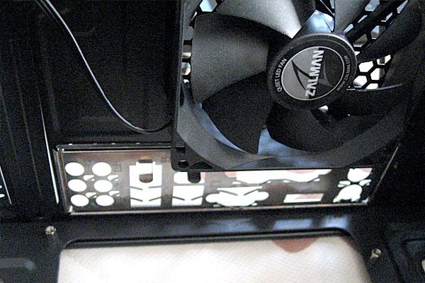 7-電源ZM500付PCケースZALMANにP5B-VMのIOパネルを取り付ける