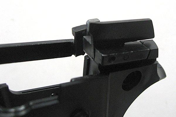 エジェクターの取り付け完了-9mmM9-ドルフィン-Dolphin-セミ-フル-セレクティブ-マシンピストル-マルシン-モデルガン組立キット