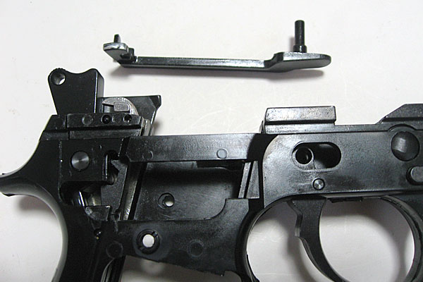 トリガーバーの組み込み-9mmM9-ドルフィン-Dolphin-セミ-フル-セレクティブ-マシンピストル-マルシン-モデルガン組立キット
