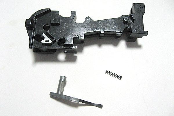 キャッチホックの組込み-モーゼル-MAUSER-C96-M712-組立キット-モデルガン-マルシン