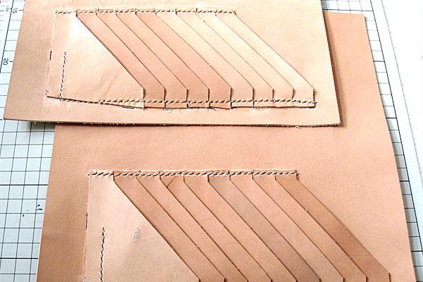 7-レザークラフト-ロングウォレット-長財布-クラッチバッグ-ヌメ革で内部を製作-仕切り用の革にカードホルダーの縫い付け完了