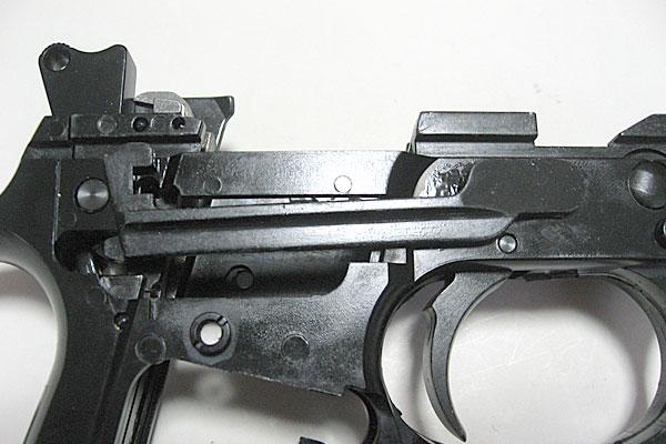 トリガーバーの組み込み完了-9mmM9-ドルフィン-Dolphin-セミ-フル-セレクティブ-マシンピストル-マルシン-モデルガン組立キット