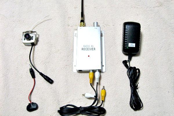 電波式カメラとレシーバーのセット