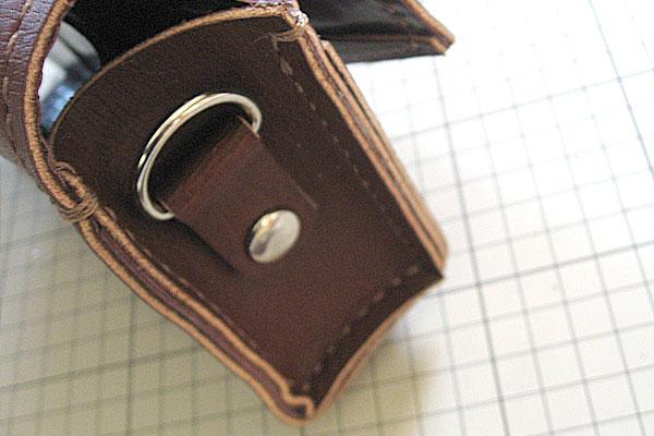 31-レザークラフト-ポシェット-ポーチ-本体とマチの部分-片面縫い終わり