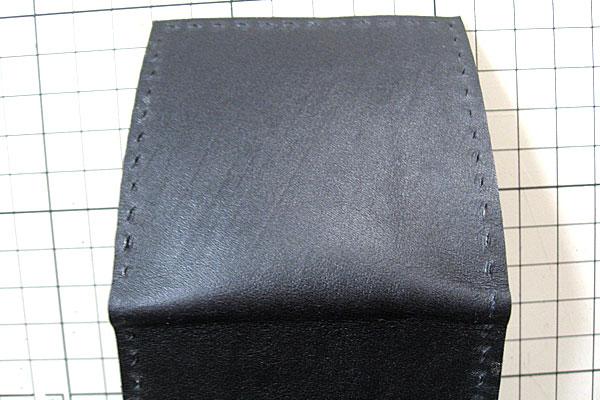 10-レザークラフト-コインケース-小銭入れ-菱打ち後の銀面側