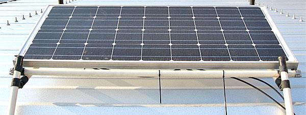 1万円ほどで購入した中国製のソーラーパネル