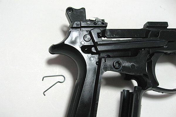 トリガーバースプリングの組み付け-9mmM9-ドルフィン-Dolphin-セミ-フル-セレクティブ-マシンピストル-マルシン-モデルガン組立キット