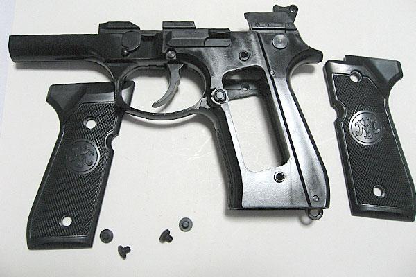 グリップの取り付け-9mmM9-ドルフィン-Dolphin-セミ-フル-セレクティブ-マシンピストル-マルシン-モデルガン組立キット
