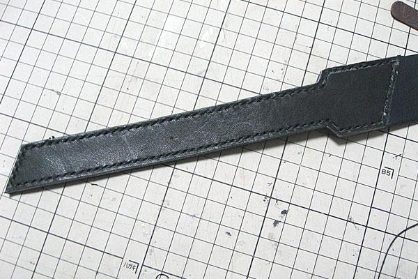 先端部分の革の縫い終わり-ギボシ止めハードレザーベルト-レザークラフト