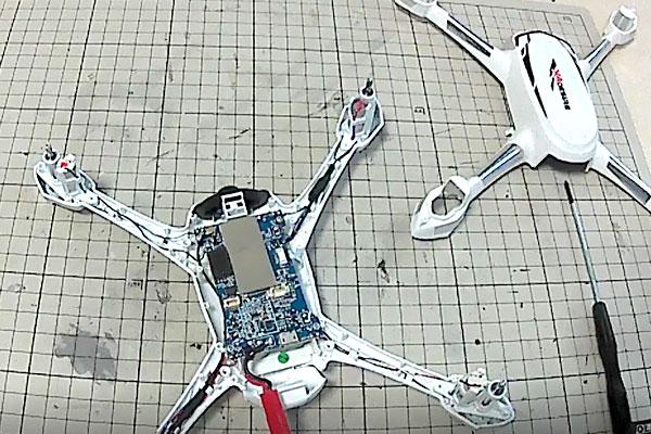 HUBSAN-H502-プラネジで発光ランディングギアとアンテナを機体の外へ露出加工