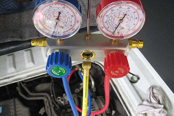 12-カーエアコン用冷媒の充填-マニホールドゲージの準備