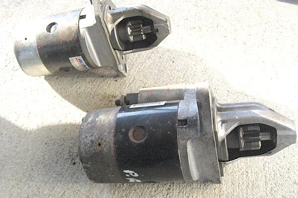 19-スバル-サンバーバン-セルモーター交換-取り外したセルモーターと準備したセルモーター