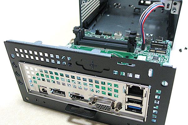 deskmini110-asrock-ベアボーンキット-intel-core-i3-7100-diy-pc-ビス4本を外すとマザーボードを引き出せる