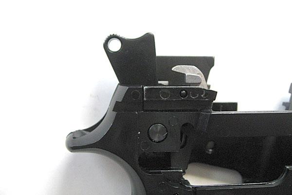 ハンマーの組込み完了-9mmM9-ドルフィン-Dolphin-セミ-フル-セレクティブ-マシンピストル-マルシン-モデルガン組立キット