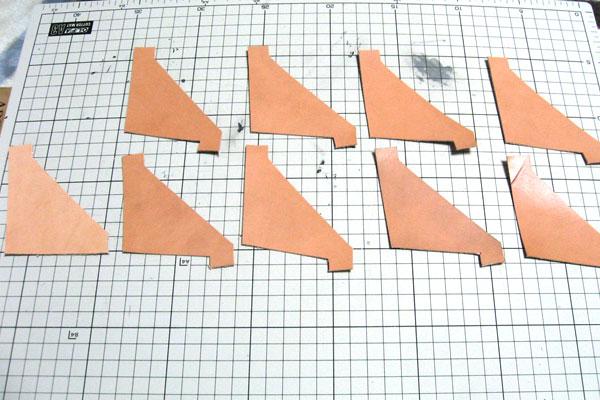 5-レザークラフト-ロングウォレット-長財布-クラッチバッグ-ヌメ革で内部を製作-カードホルダー用の革を切り出す-2