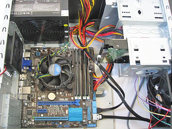 マザーボード-HDD-DVDドライブを取り付ける