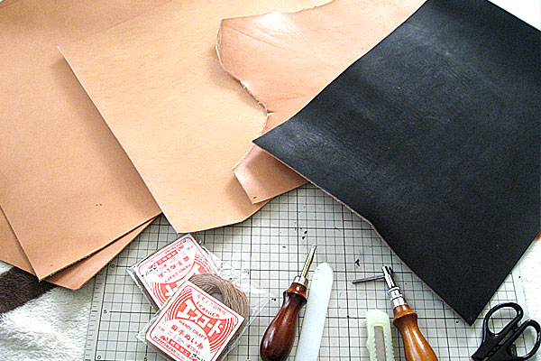 2-なんちゃってレザークラフト-ロングウォレット-長財布-クラッチバッグ-栃木レザーなど準備した革と材料