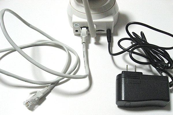 6-テンビス-TENVIS-IP-ネットワークカメラ-JPT3815W-HD-LANケーブルと電源ケーブルを接続