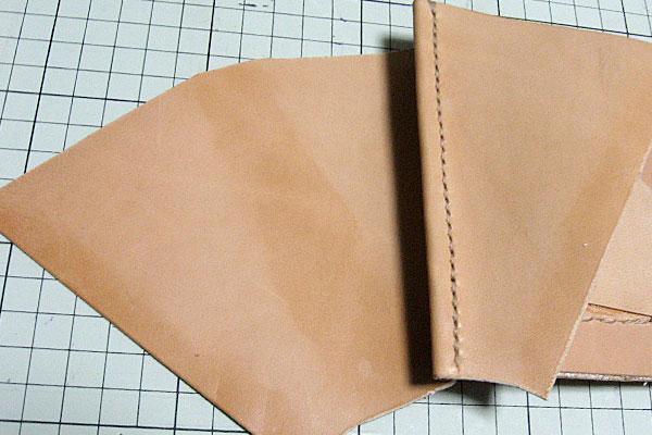 15-レザークラフト-ロングウォレット-長財布-クラッチバッグ-ヌメ革で内部を製作-2つの仕切りを扇形のマチで連結-2