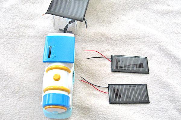 先日改造したプラレールと小さなソーラーパネル